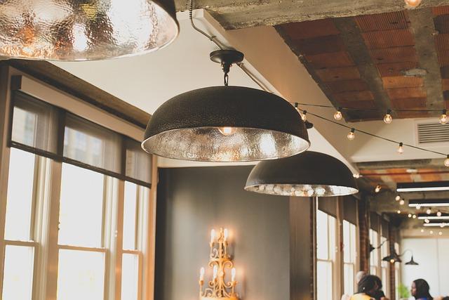 Urządzamy oryginalny loft – jakie meble industrialne sprawdzą się najlepiej?
