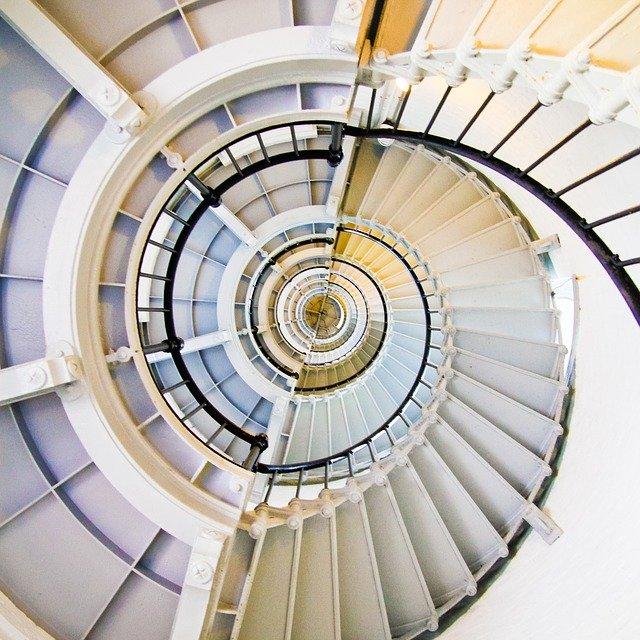 Trendy wśród schodów nowoczesnych